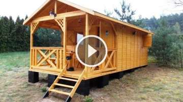 How to build a wooden cottage in... 4 hours!