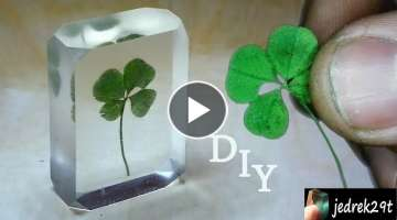 DIY. Four-leaf clover in resin.