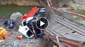 Extremely Dangerous Logging and Semi Trucks Crossing Bridges Fails! Overload Trucks Climbing Uphi...