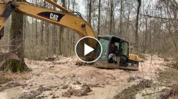 Draggin the Trackhoe Through the Muck.. Caterpillar Stuck Excavator Swamp Flooded Mud Accident