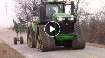 Big JOHN DEERE Tractors on the Move in Tillage