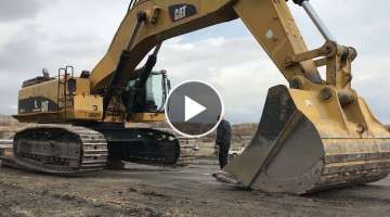 Unloading The Cat 385C Heavy Transports