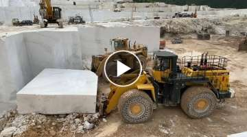 Caterpillar 992D Wheel Loader And Komatsu WA900 Pulling 220 Tonnes - Birros Marbles
