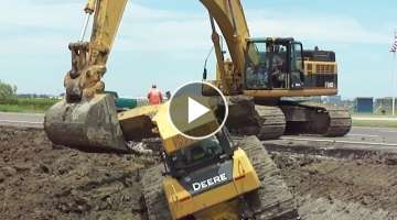 345CL Excavator Pulls Out 2 Deere Dozers From a Canal Stuck?