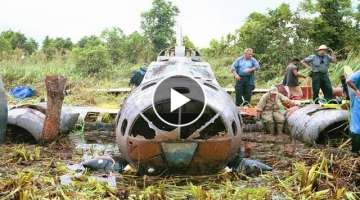 Man Finds Plane Hidden In Jungle, But When He Looks Inside