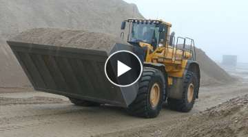 Volvo L350 w/ HUGE Shovel Doing Some Work in The Gravel Pit | Danish Construction