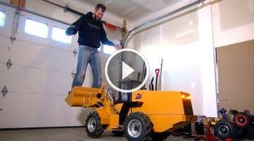 RC ADVENTURES - 500lb Hydraulic RC Wheel Loader Lifts Me - 24v Electric Power