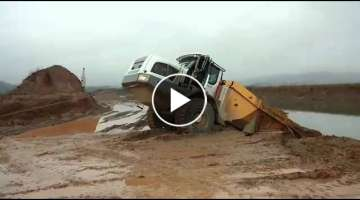 Liebherr Dumper in Not